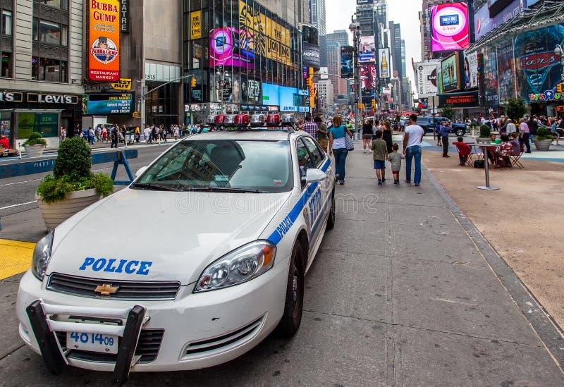 Volante della polizia occasionalmente New York City quadrato fotografie stock