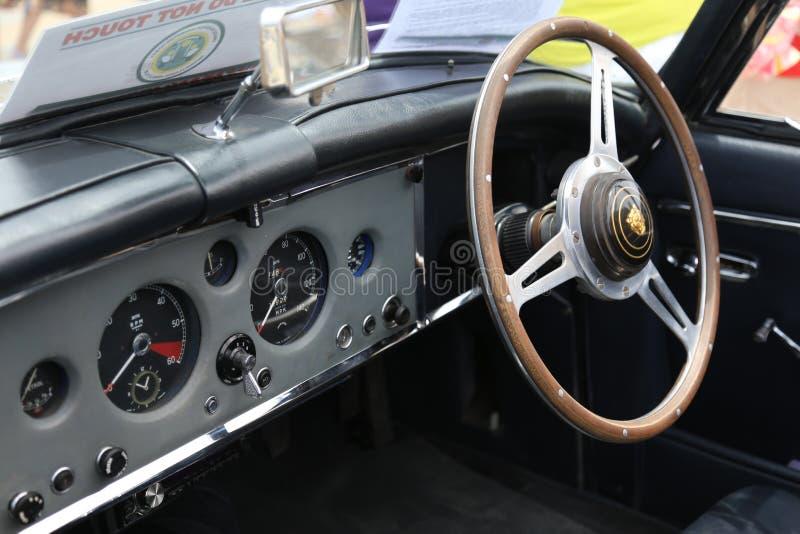 Volante retro del salón del jaguar en una exposición en Chipre foto de archivo