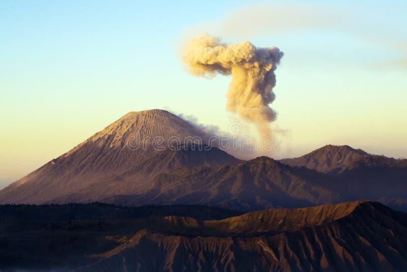 Volcán 3 de Semeru fotografía de archivo