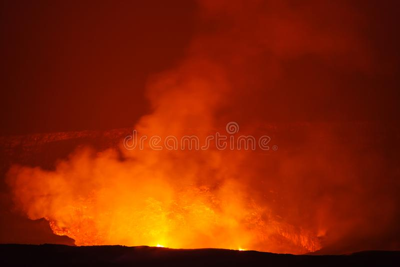 Volcán activo imágenes de archivo libres de regalías