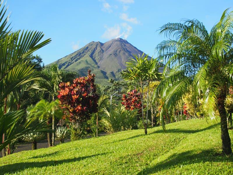 Volcán de Arenal en Costa Rica imagenes de archivo