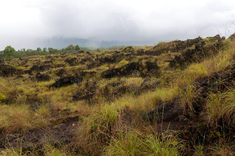 Volcán de Batur y opinión panorámica de la montaña de Agung en la salida del sol de Kintamani imagen de archivo