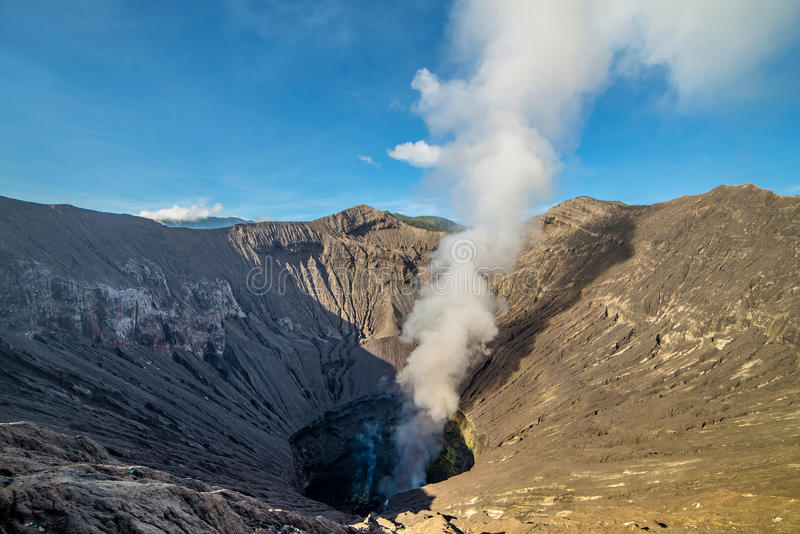 Volcán de Bromo del soporte y x28; Gunung Bromo& x29; en Bromo Tengger Semeru Natio imagen de archivo