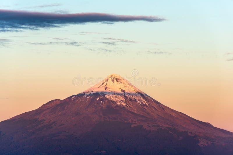 Volcán de Osorno imagenes de archivo