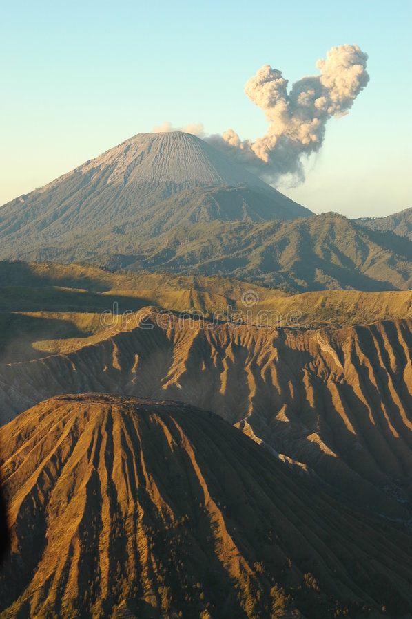 Volcán de Semeru imagen de archivo libre de regalías