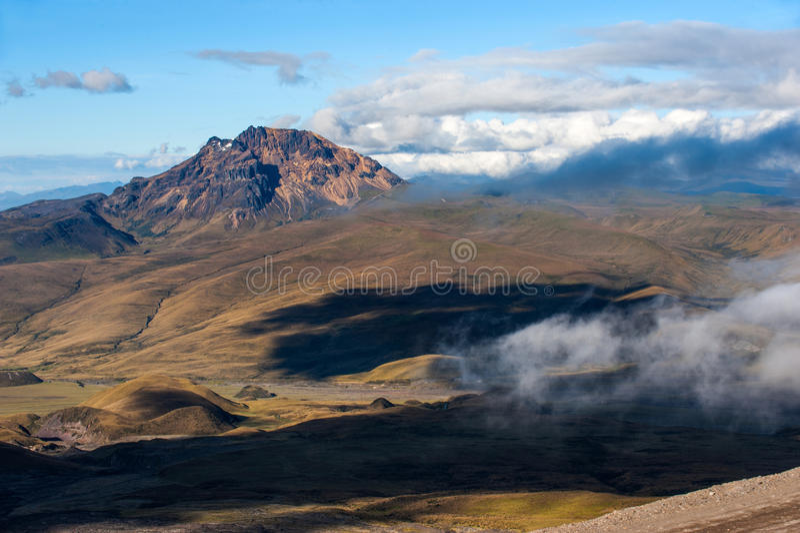 Volcán de Sinchulagua, montañas andinas de Ecuador, Suramérica fotografía de archivo libre de regalías