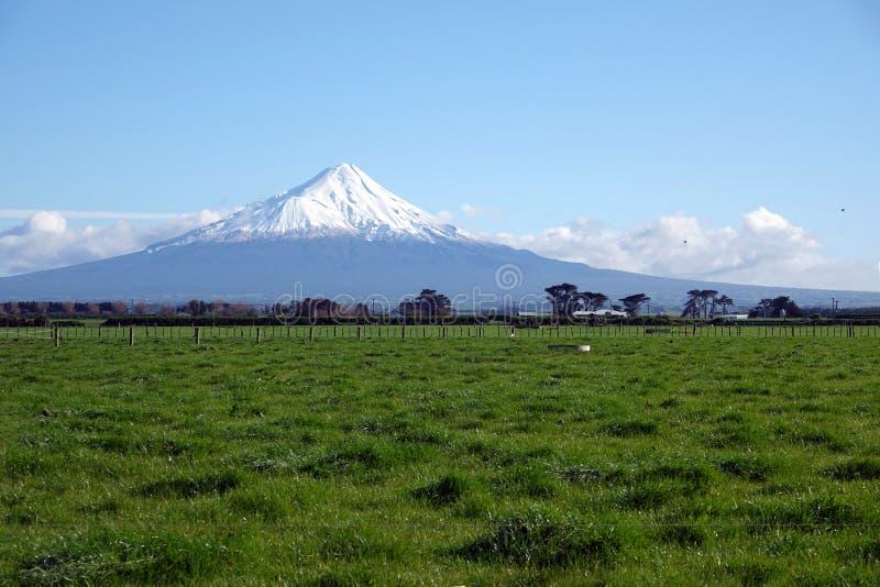 Volcán de Taranaki del soporte en el parque nacional de Egmont, Nueva Zelanda fotografía de archivo