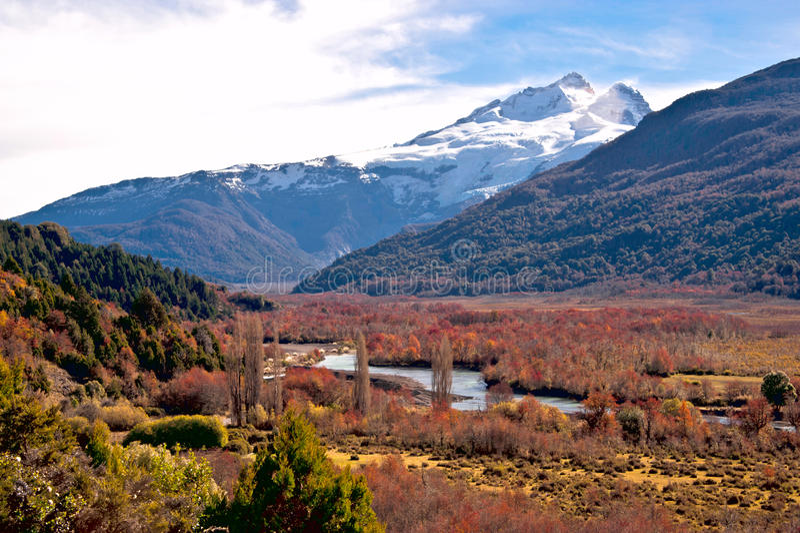 Volcán de Tronador, frontera entre la Argentina y Chile, V meridional fotografía de archivo