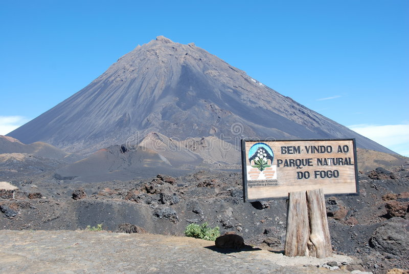 Volcán del cráter de Fogo - Cabo Verde - África imagenes de archivo