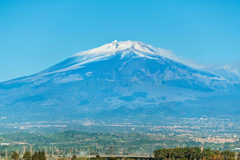 Volcán del Etna del montaje en la acción Sicilia, Italia fotografía de archivo
