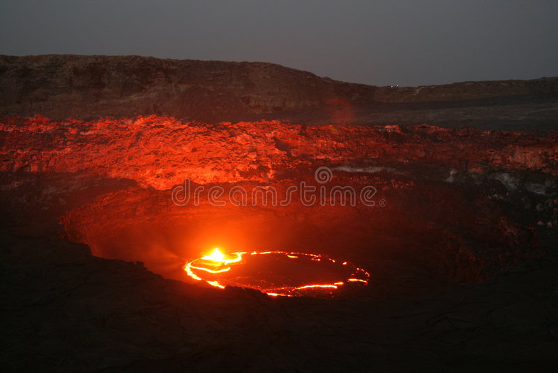 Volcán en el amanecer imagen de archivo libre de regalías