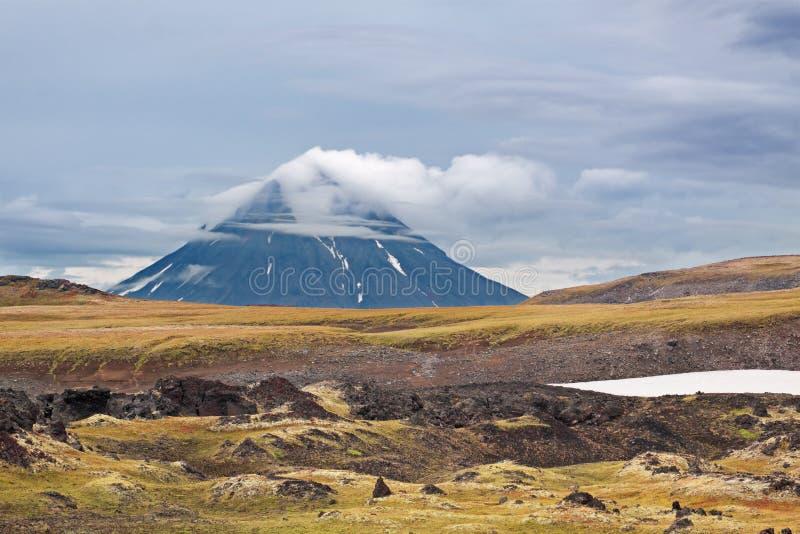 Volcán extinto imagen de archivo libre de regalías