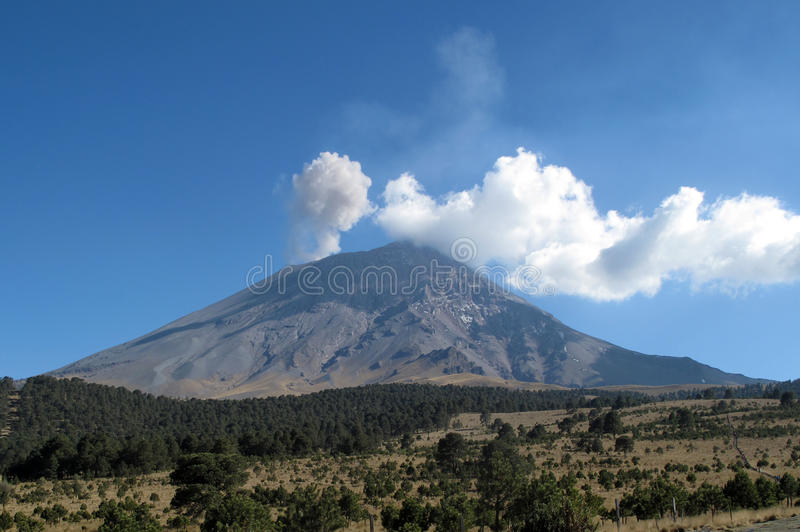 Volcan actif de Popocatepetl au Mexique photographie stock libre de droits