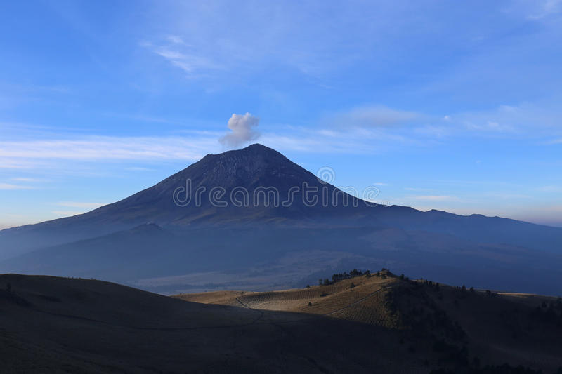 Volcan actif Popocatepetl au Mexique photo stock