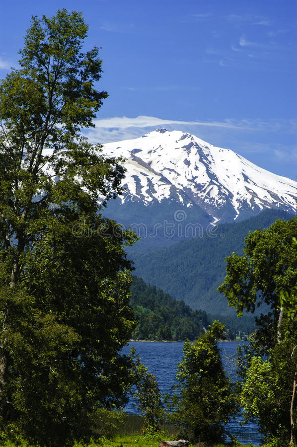 Volcan Choshuenco images stock