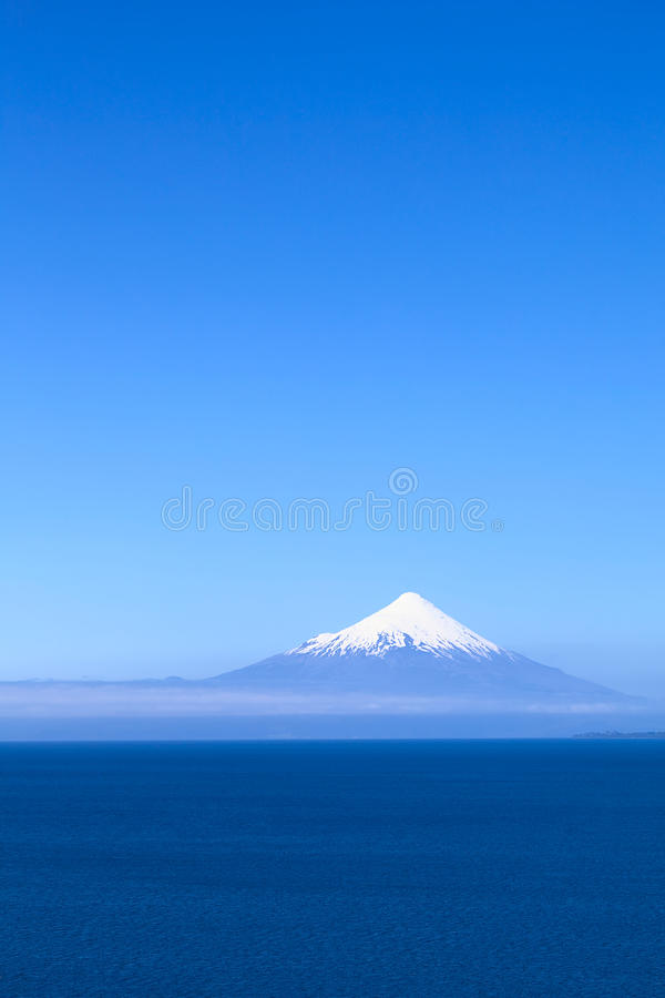 Volcan d'Osorno au lac Llanquihue, Chili photo libre de droits