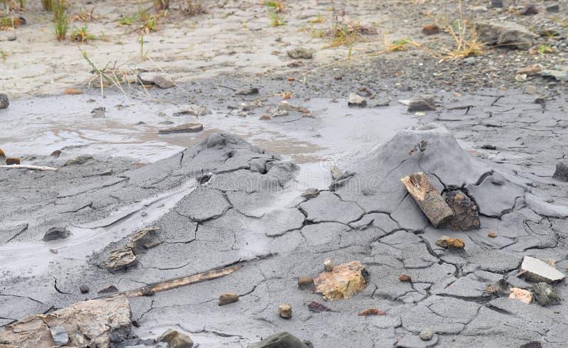 Volcan de boue avec l'émission du matériel liquide et solide - île de Baratang, îles d'Andaman Nicobar, Inde photo stock