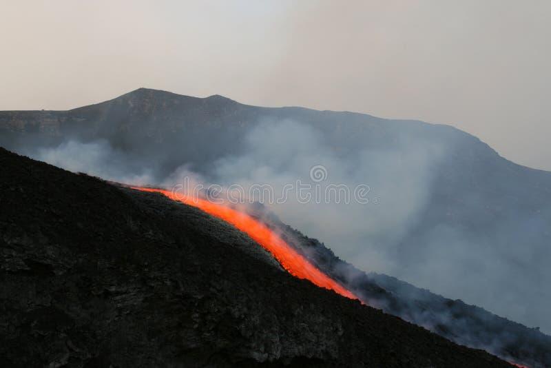 volcan de lave de flux de l'Etna photo libre de droits