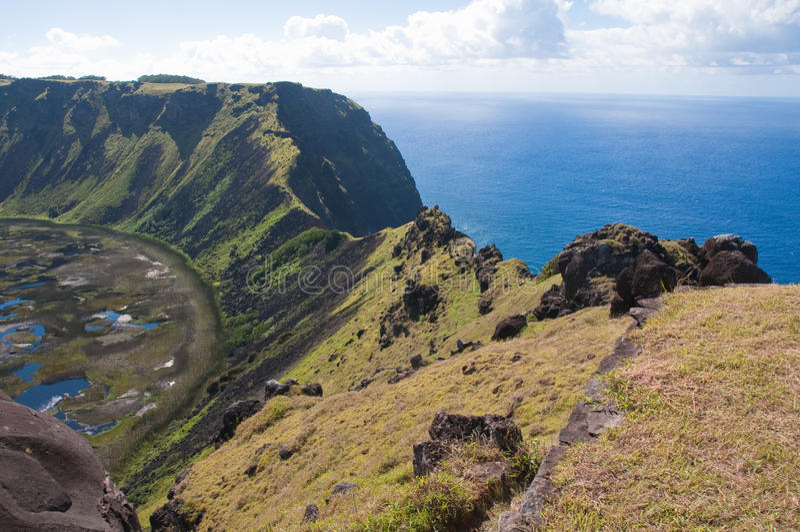 Volcan de milliers d'UCI de Rano, île de Pâques photos stock