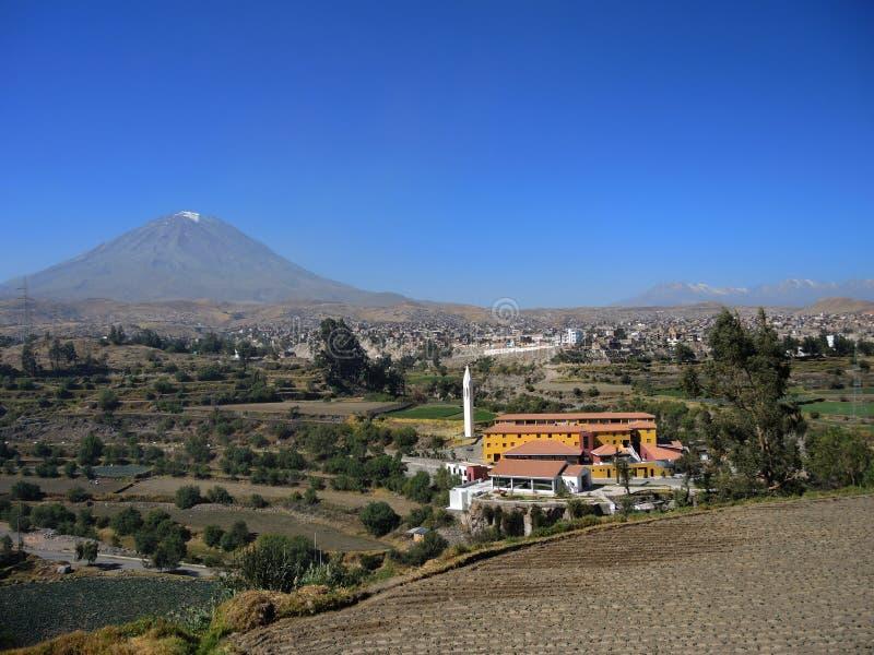 Download Volcan De Misti, Dans La Ville D'Arequipa, Le Pérou Photo stock - Image du amérique, attraction: 77162834
