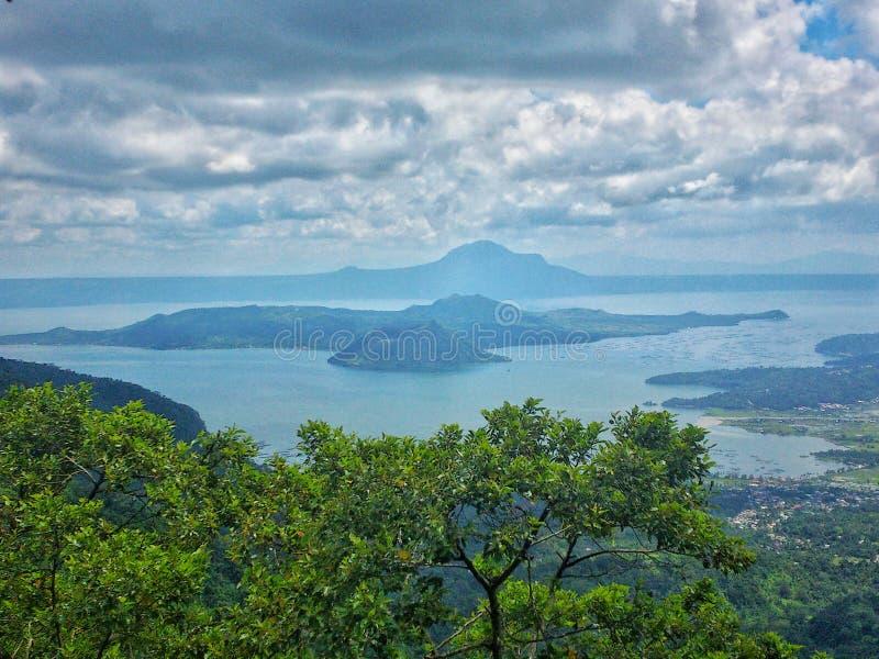 Volcan de Taal à Philippines photo stock
