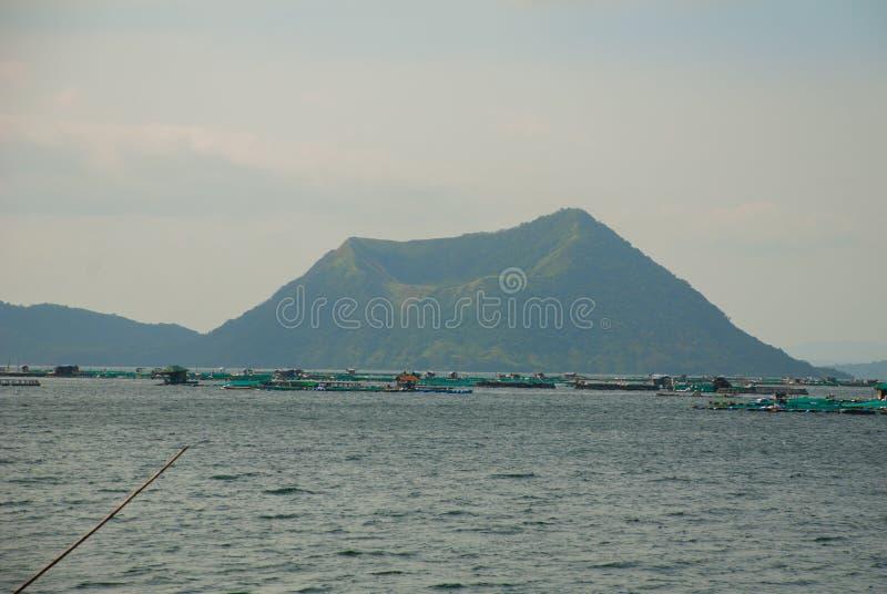 Volcan de Taal sur l'île de Luçon au nord de Manille, Philippines image stock