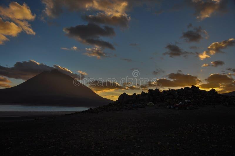 Volcan Licancabur с шикарными ландшафтами Sur Lipez, южного b стоковые изображения