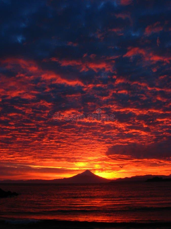 Volcan Osorno bij dageraad stock afbeelding