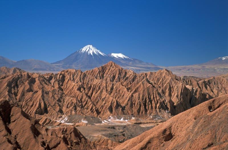 Volcan recouvert par neige photographie stock libre de droits