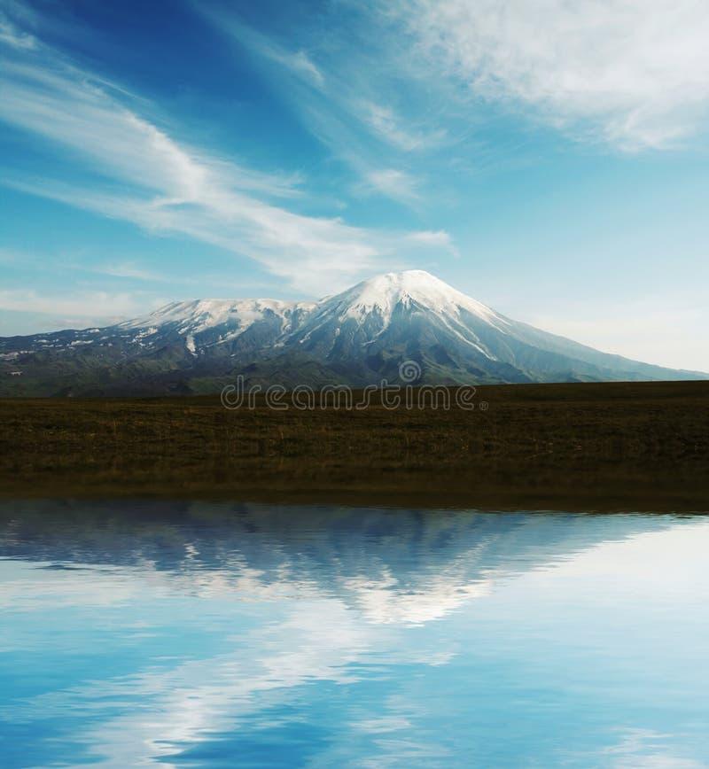 Volcan sur le Kamtchatka images stock