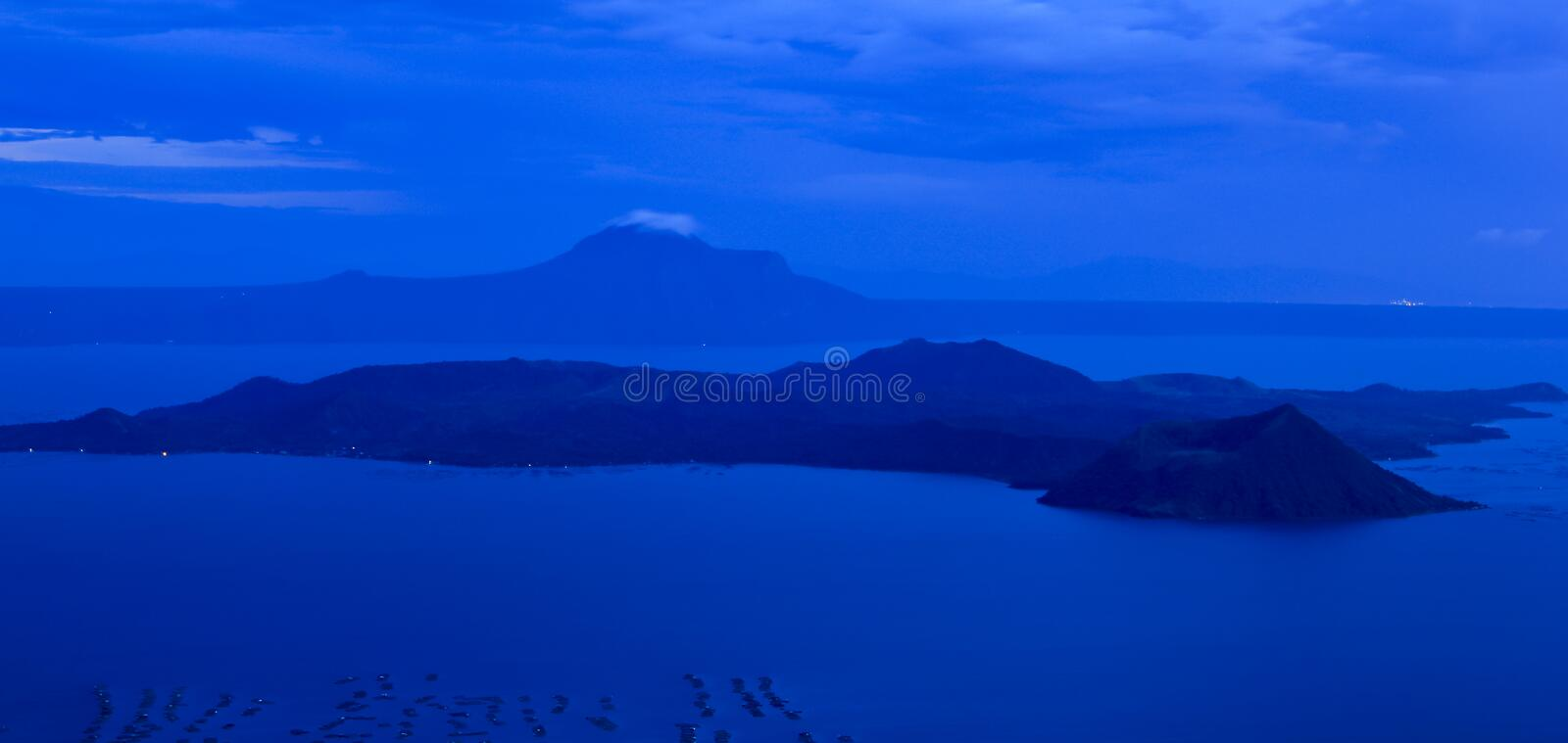 Volcan taal Philippines tagaytay de lac photographie stock