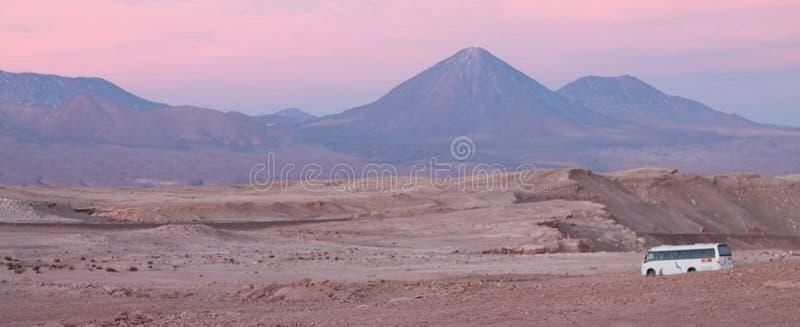 Volcano Atacama Chile-bus roze purple