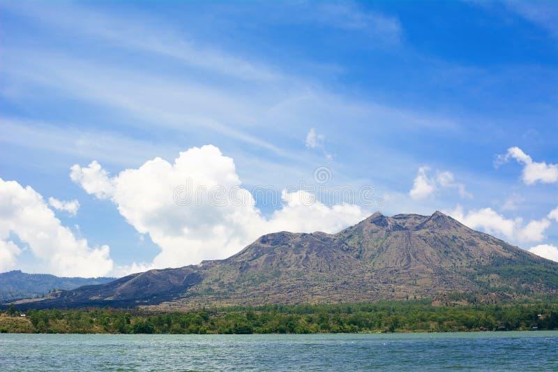 Volcano Batur e paesaggio di Batur del lago in Bali, Indonesia immagine stock libera da diritti