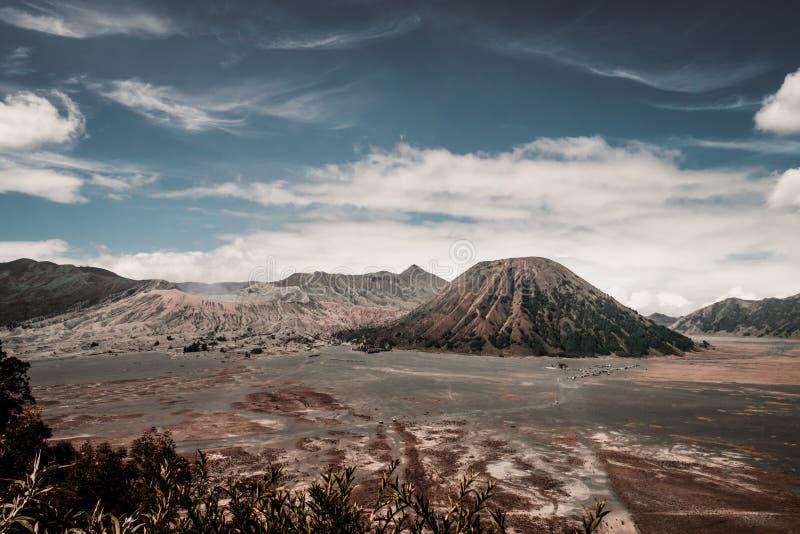 Volcano Bromo och vulkan Batok royaltyfri foto