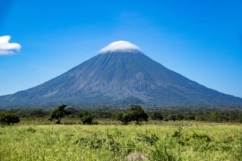 Volcano Concepcion na ilha de Ometepe no lago Nicarágua fotografia de stock