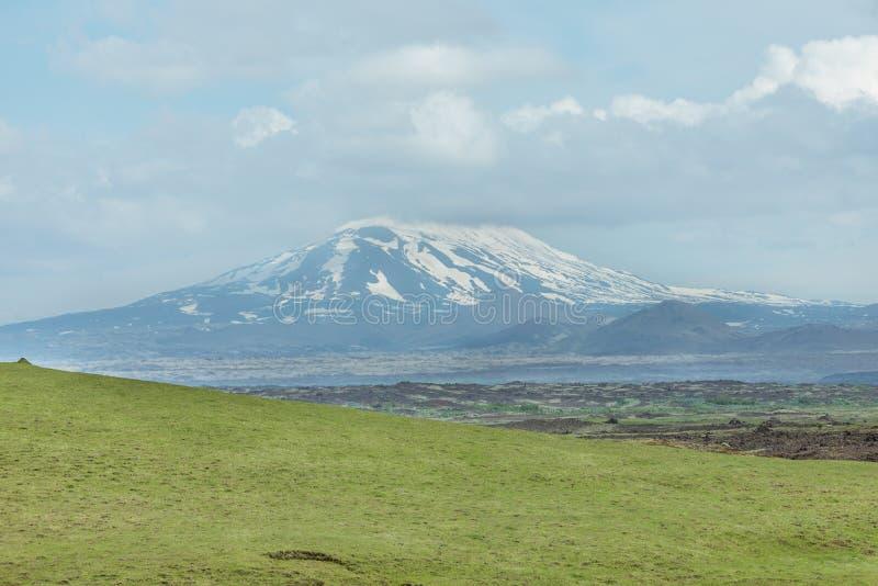 Volcano Hekla omvat met sneeuw, Zuid-IJsland royalty-vrije stock foto