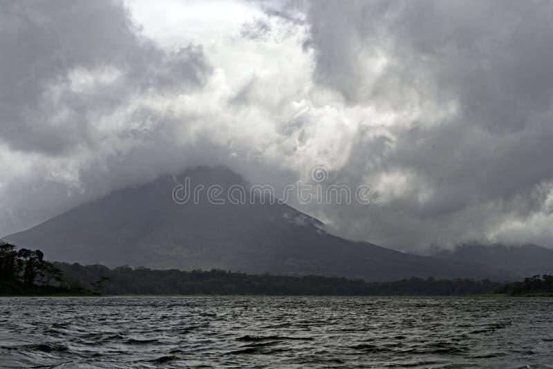 Volcano Hiding en las nubes fotografía de archivo libre de regalías