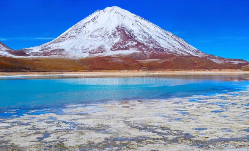 Volcano Licanabur et Laguna Verde bolivia image stock