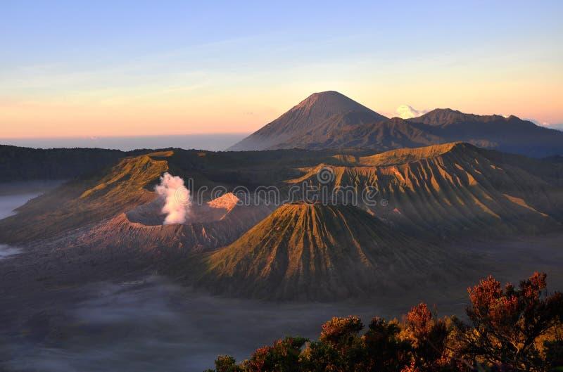 Volcano Mount Bromo bij zonsopgang, Oost-Java, Indonesië, Azië stock fotografie