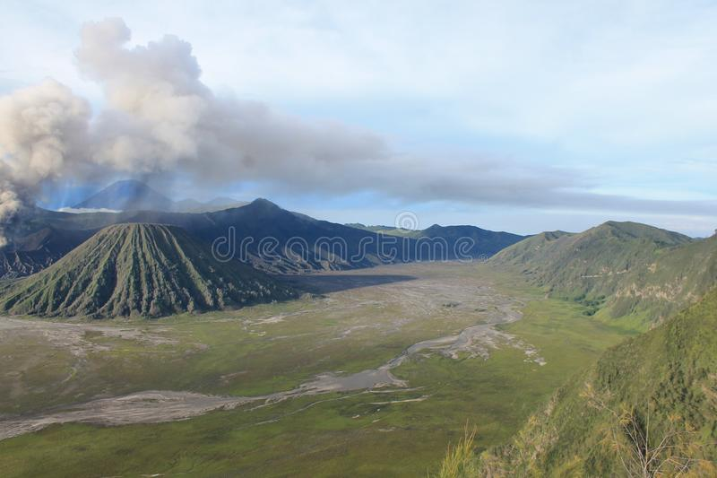 Volcano Mount Bromo Eruption, Java Indonesia stock afbeelding