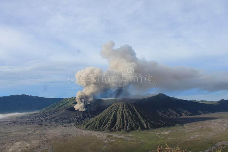 Volcano Mount Bromo Eruption, Java Indonesia orientale immagine stock