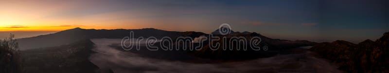 Volcano Mount Bromo panorama, precis för soluppgång arkivfoto