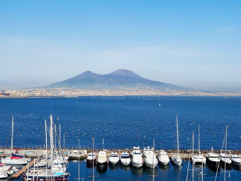 Volcano Mount Vesuvio de Lungomare Napoli 25 de abril de 2018 Napoli, Italia - Europa fotos de archivo