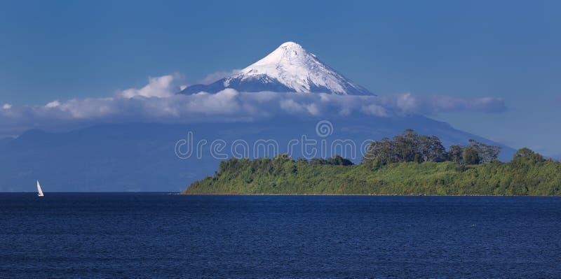 Volcano Osorno en el lago Chile Llanquihue fotos de archivo libres de regalías