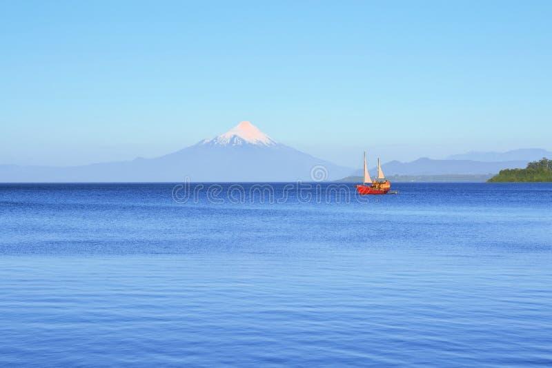 Volcano Osorno, lago Llanquihue, Patagonia, Chile imágenes de archivo libres de regalías