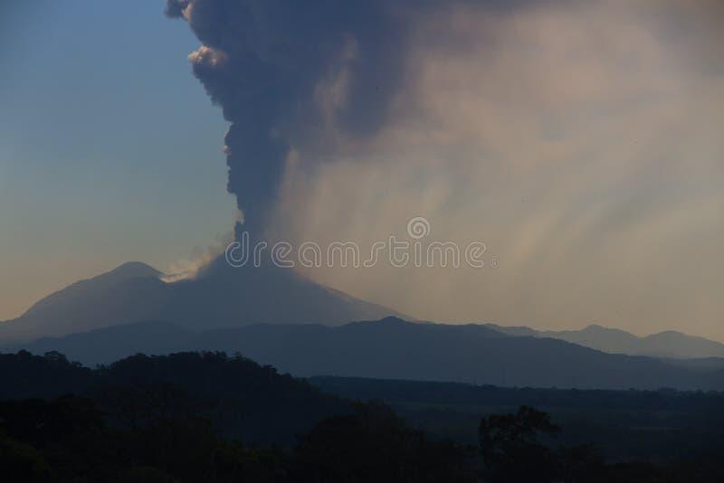 Volcano Pacaya få utbrott royaltyfri bild