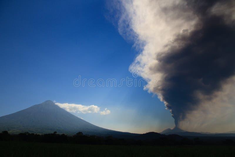 Volcano Pacaya que entra em erupção imagem de stock royalty free
