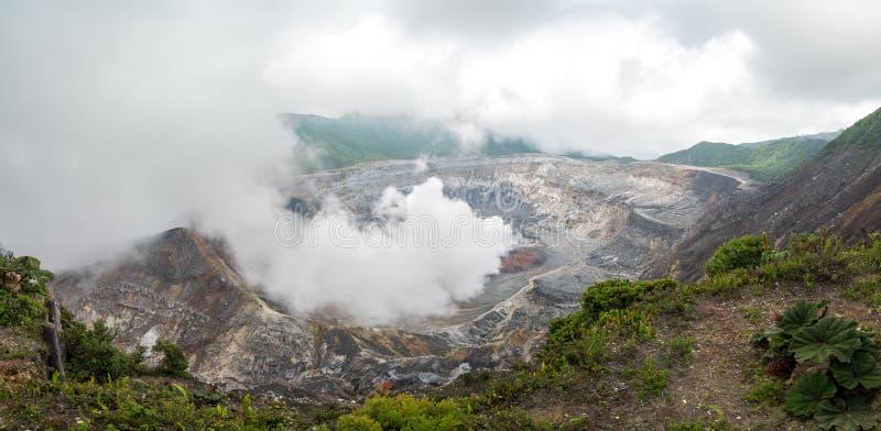 Volcano Poas en el cercano de San Jose foto de archivo