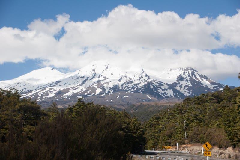 Volcano Ruapechu em Nova Zelândia imagens de stock