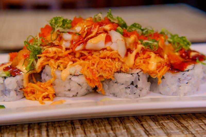 Volcano Sushi Roll piccante fotografia stock